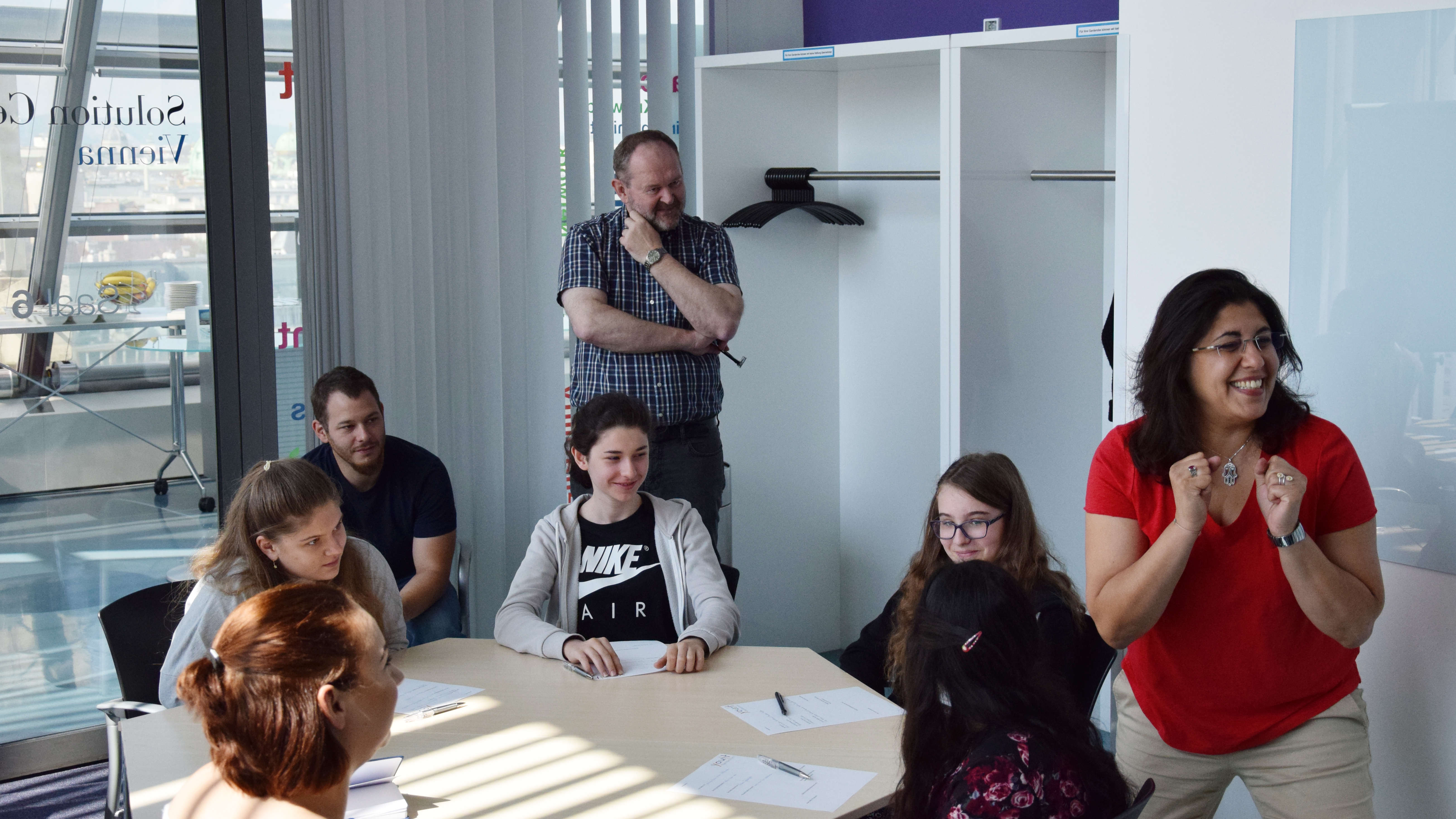 Technik für alle  Das Projekt Youth Hackathon von MadeByKids hat es sich zum Ziel gesetzt jungen Schüler*Innen Technik, Wissenschaft und Innovation näherzubringen. MadeByKids und DaVinciLab schaffen genau das, mit einer Portion Humor, Charme und Erfahrung