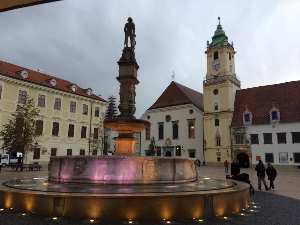 Bratislava in der Nacht