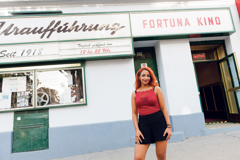 Einer der bekanntesten Orte in Favoriten- Nada vor dem Fortuna-Kino.