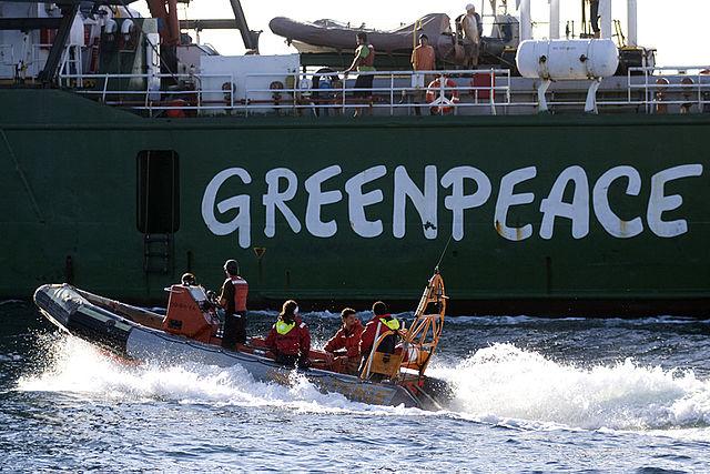 Mit Schlauchbooten blockierten Greenpeace-Aktivisten schon Walfänger und Öltanker (Foto: Alex Carvalho)